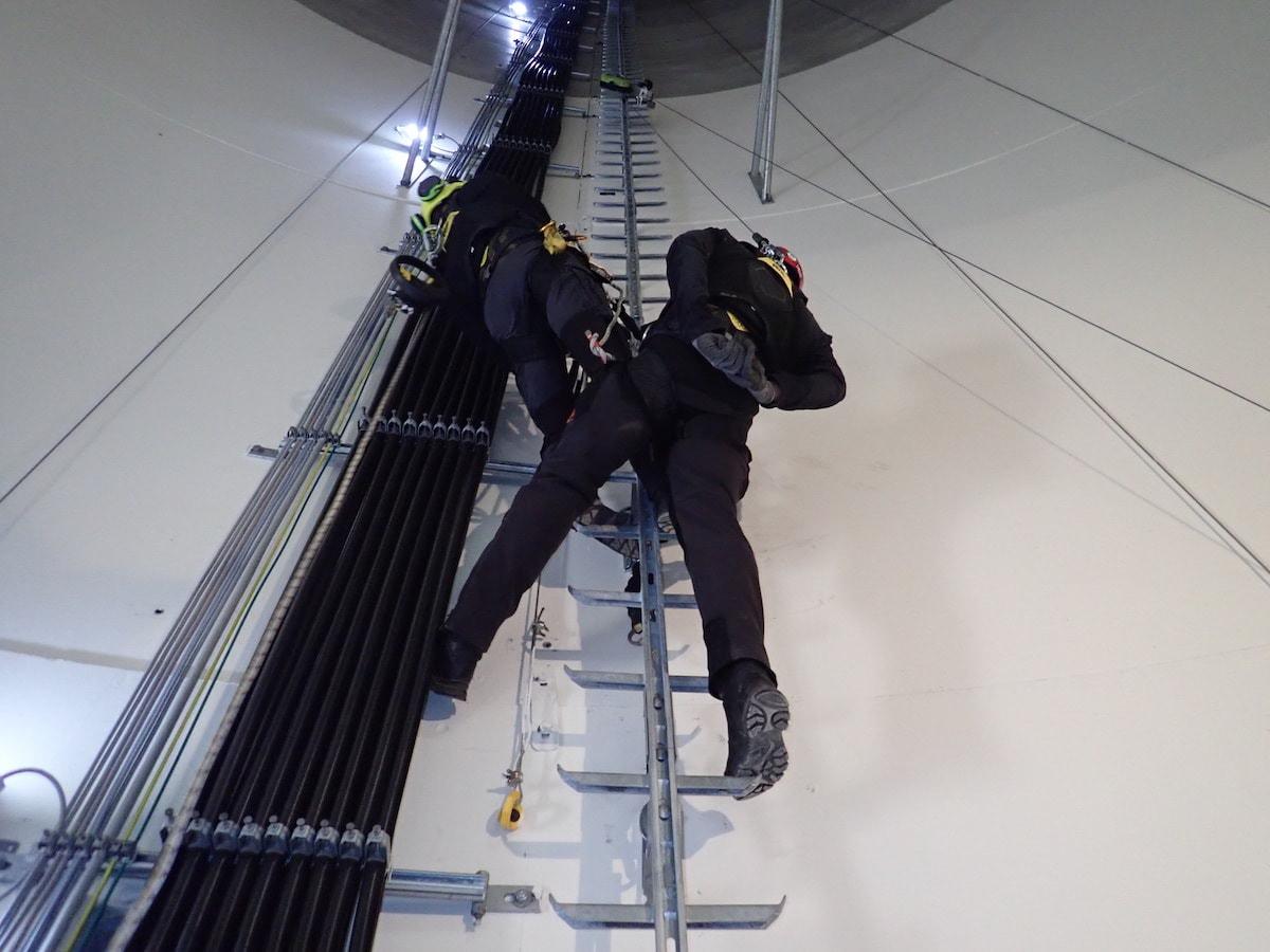 Schulung Rettung aus Windkraftanlage Seilarbeit Bär